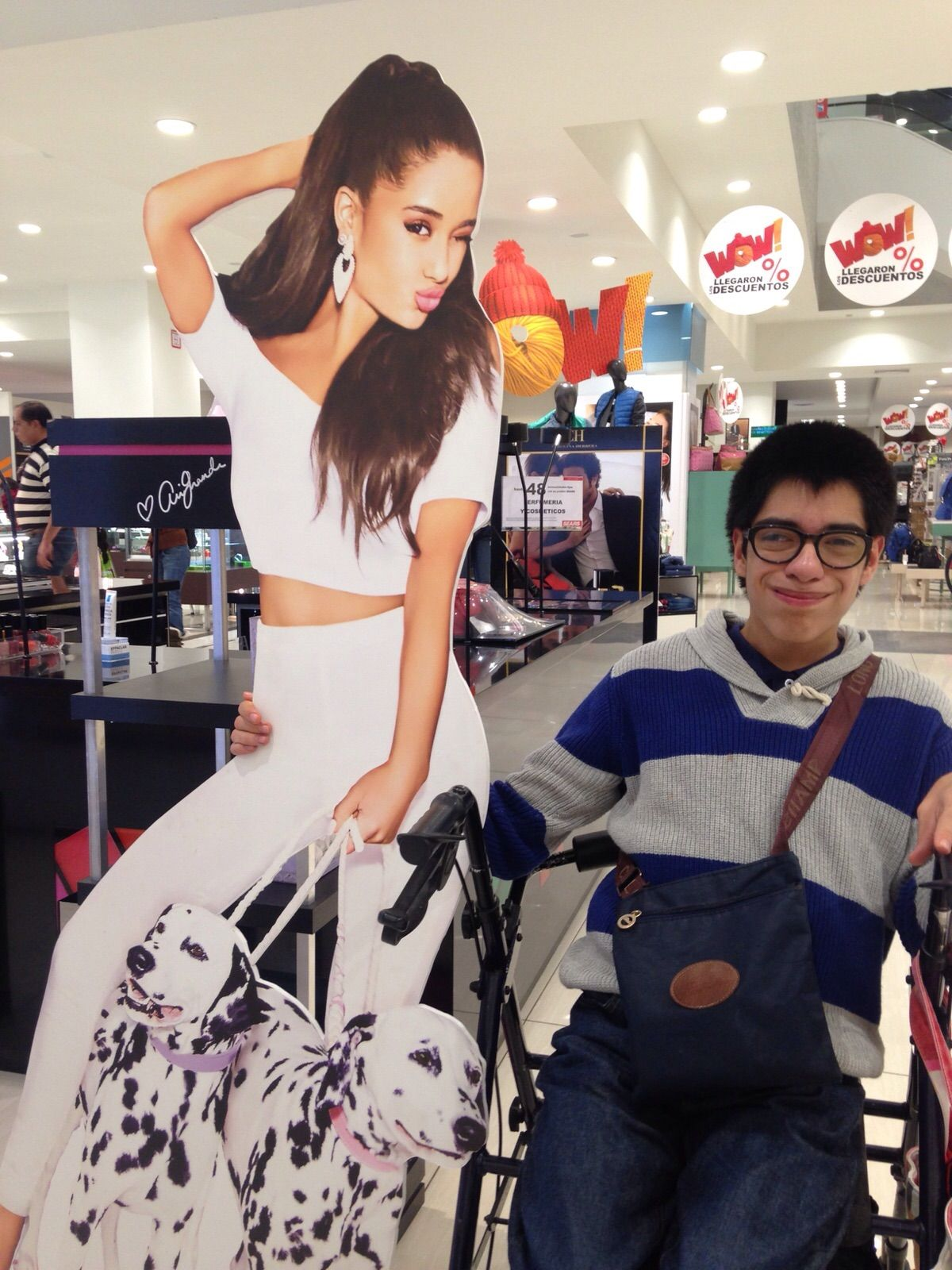 Con una de mis artistas favoritas Ariana Grande!!!