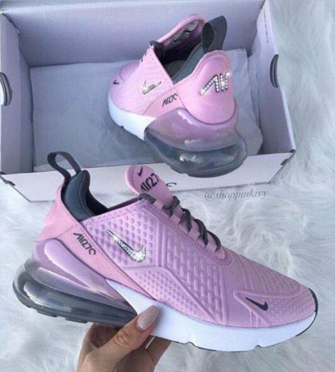 Pin By Vea 3 On Shoes Sneakers Fashion Nike Air Max Trending Boots