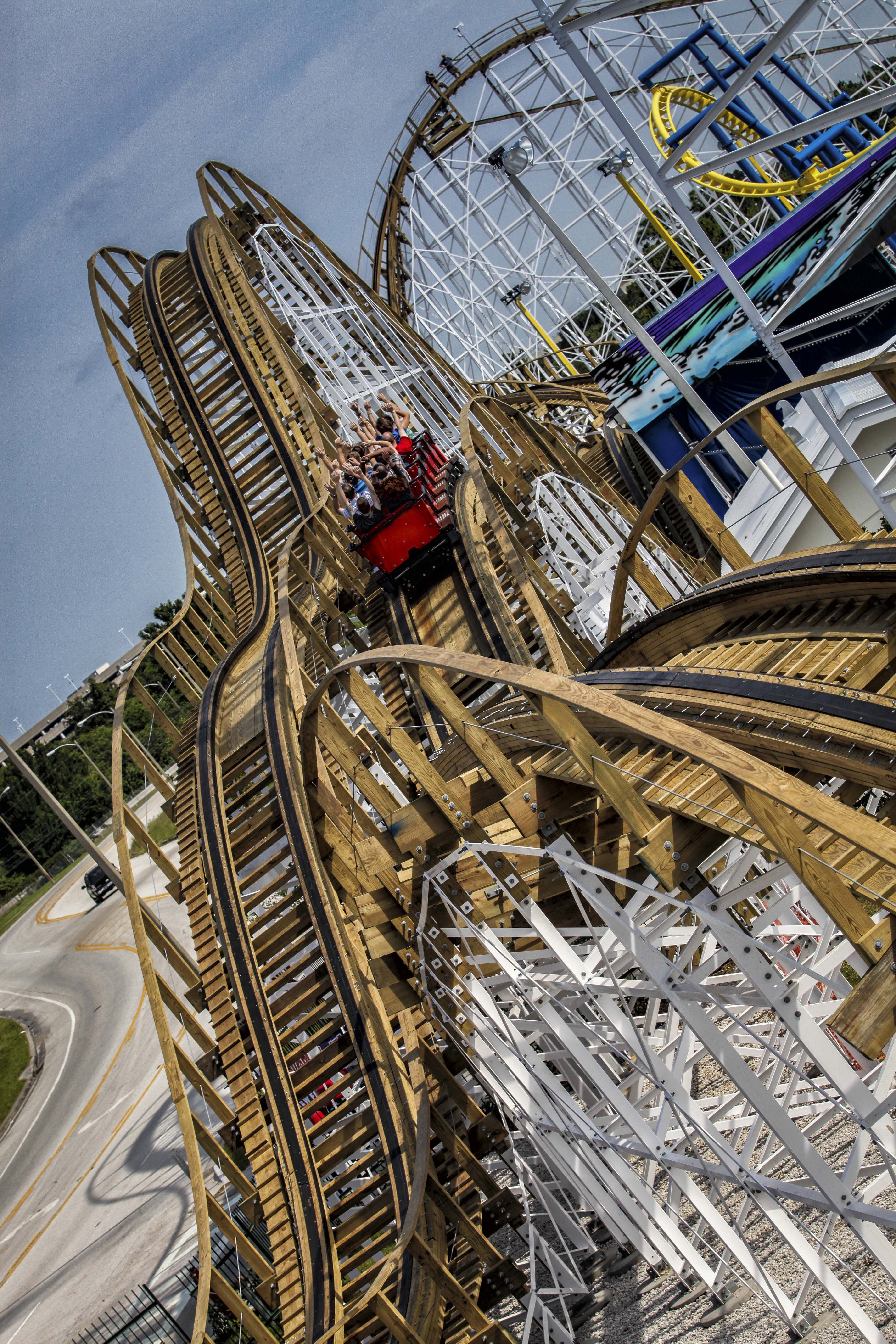White Lightning, the ONLY wooden roller coaster in central Florida ...