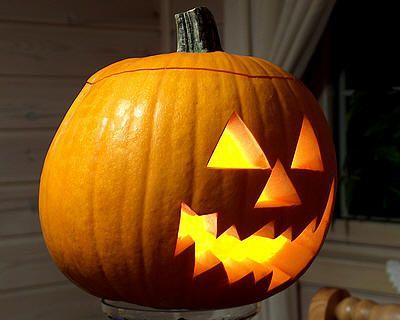 Pompoen Voor Halloween.Creatief In De Tuin Pompoen Halloween Uithollen Pinterest