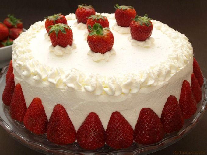 Tarta de nata y fresas para san valent n san valent n for Decoracion de tortas caseras