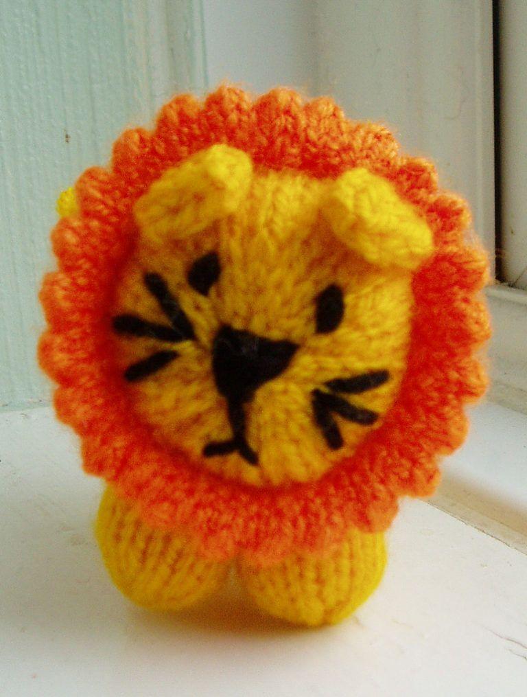 Teeny Toy Knitting Patterns Toy Knitting Pinterest Lion Toys