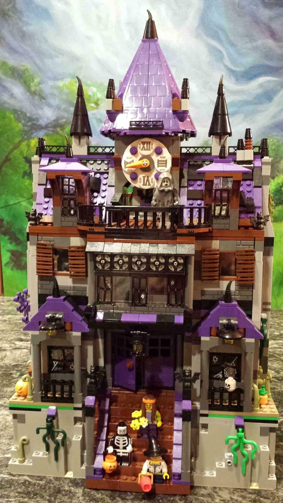 Looking At The Monster Fighter S Haunted House 10228 A Lego Set