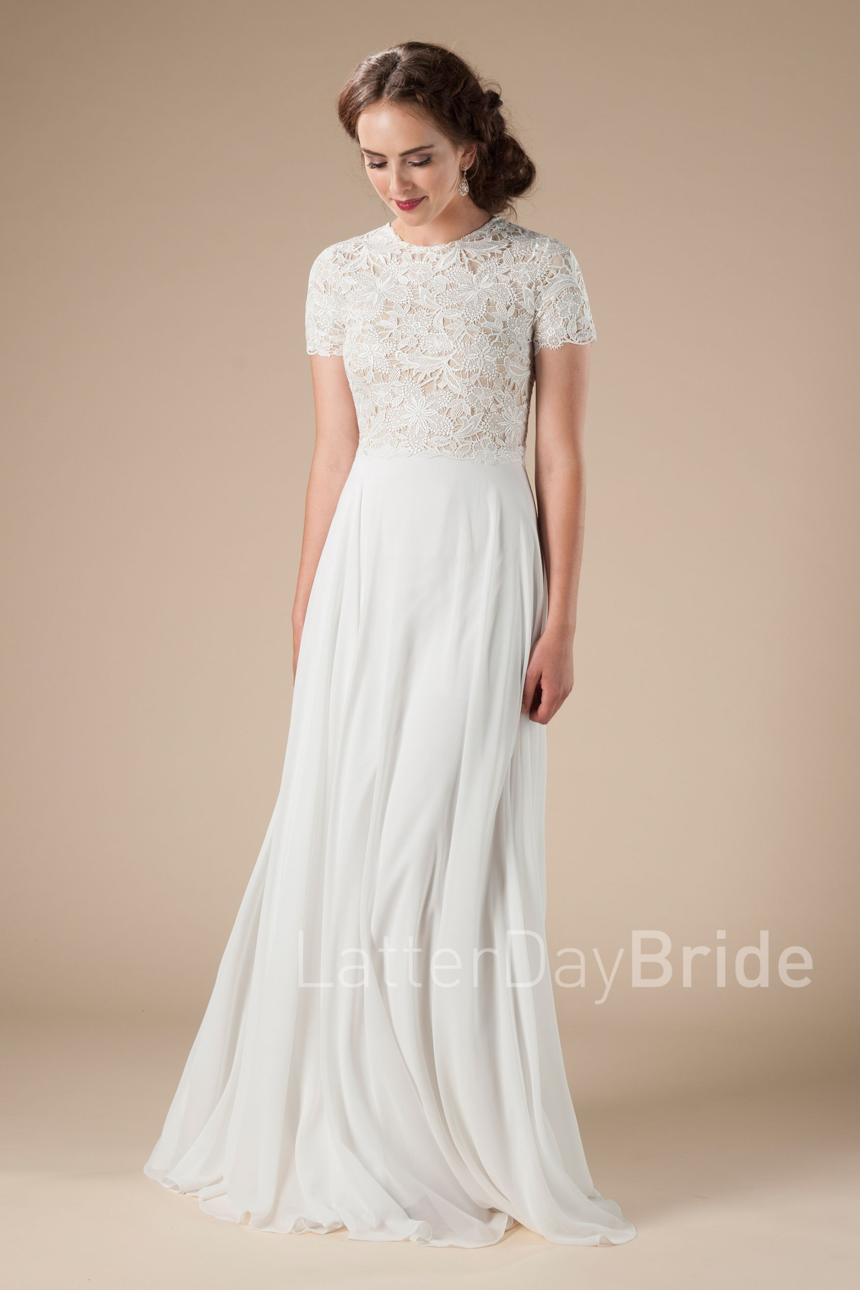 cd7270d82d9c 30 Gorgeous Modest Wedding Dresses | Modest Fashion | Wedding ...