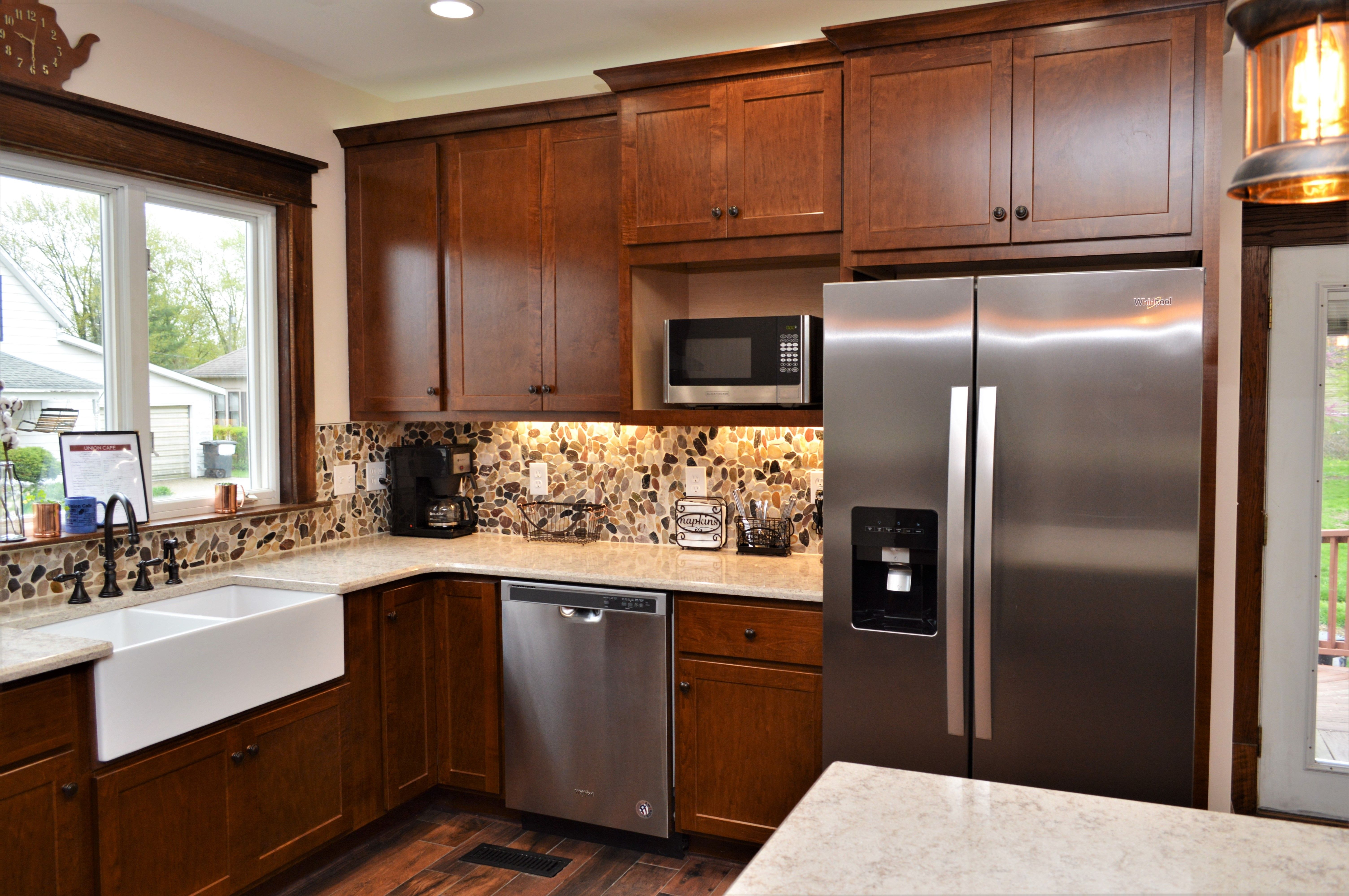 Baileytown Select Maple Auburn Finish Georgetown Door Style Maple Cabinets Kitchen Cabinetry