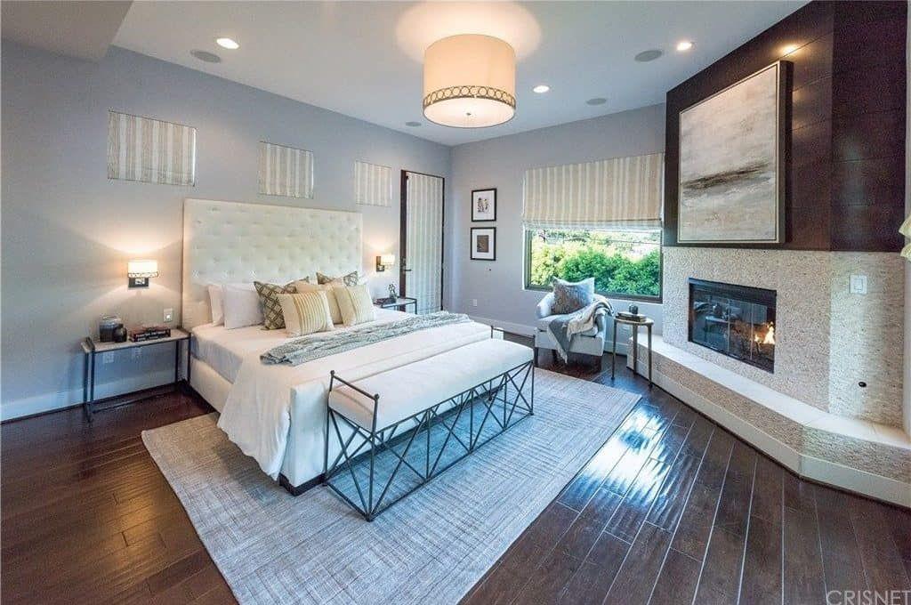 75 Master Bedrooms With Hardwood Flooring Photos In 2020 Bedroom Wooden Floor Bedroom Flooring Floor Design