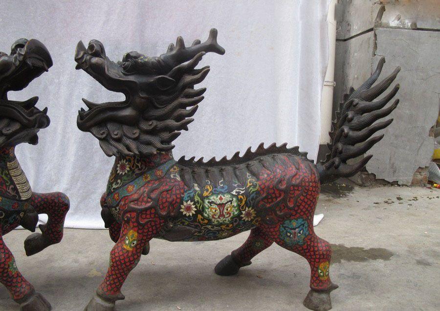 chien lion Matériel: 100% pure, bronze, cloisonné Taille: de haut et 23 pouces.. Long 25 pouces.. Largeur 11 pouces. Poids: 28 kg---- inclus le poids des matériaux d'emballage Origine: le tibet