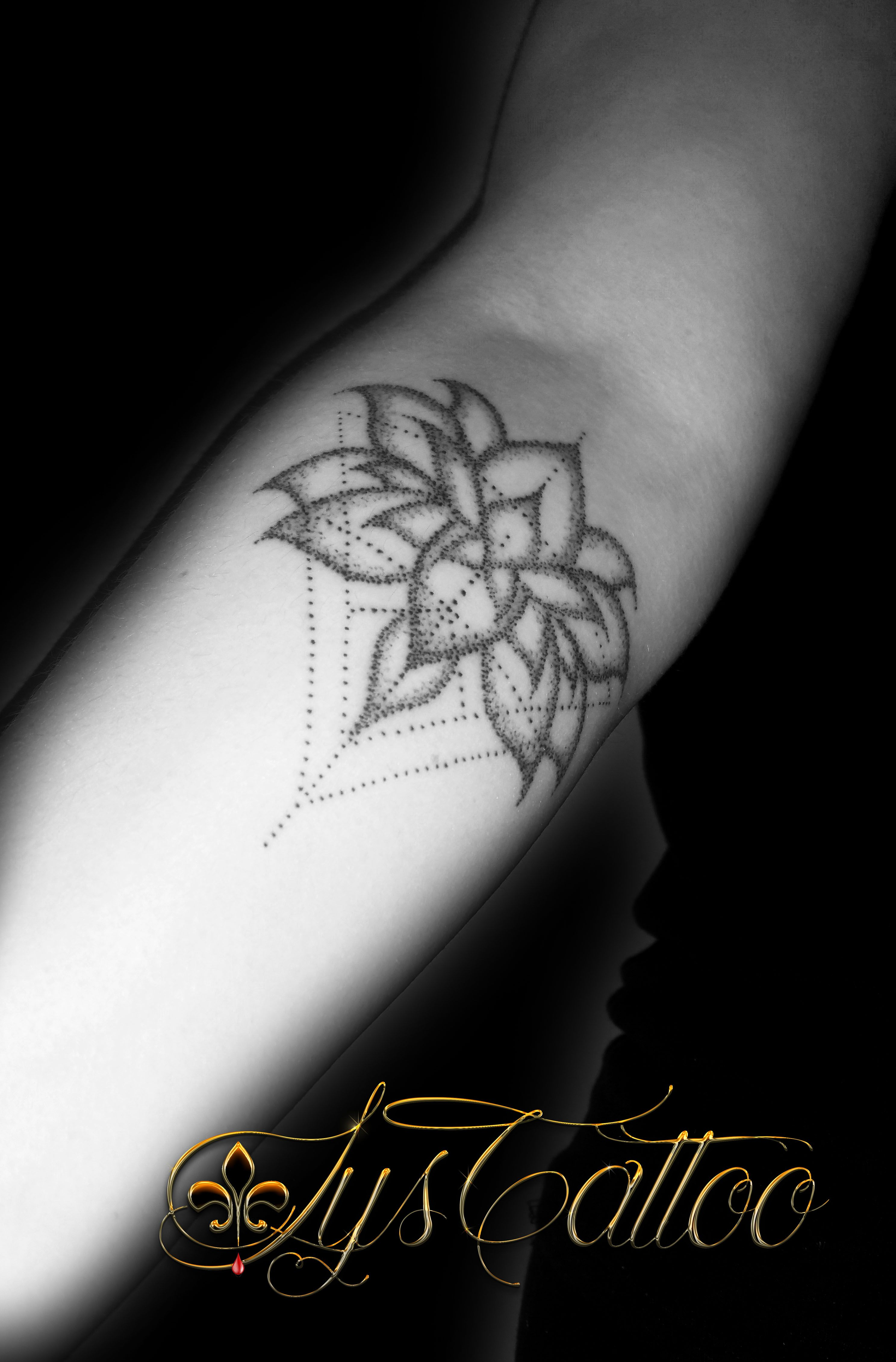 tatouage avant bras femme fleur de lotus et triangles. Black Bedroom Furniture Sets. Home Design Ideas