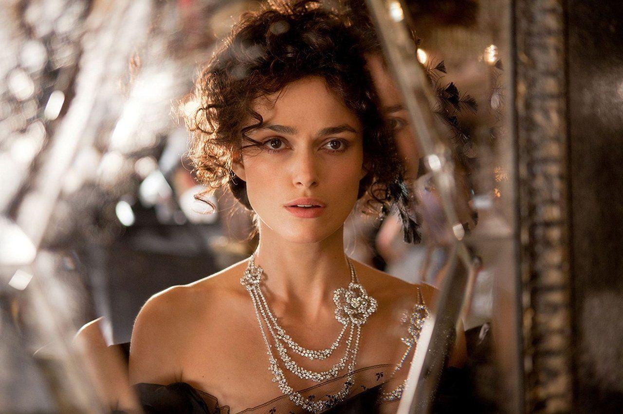 """Keira Knightley, en la película """"Ana Karenina"""" (2012)   Keira knightley,  Camelia de chanel y Ana karenina"""