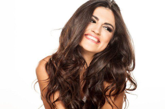 Vlasy, účes, kráska, žena, úsmev, zuby, šťastie, radosť, pramene vlasov