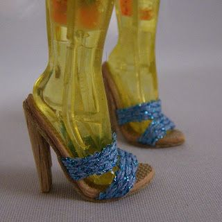Fashion Doll Shoes: card weaving