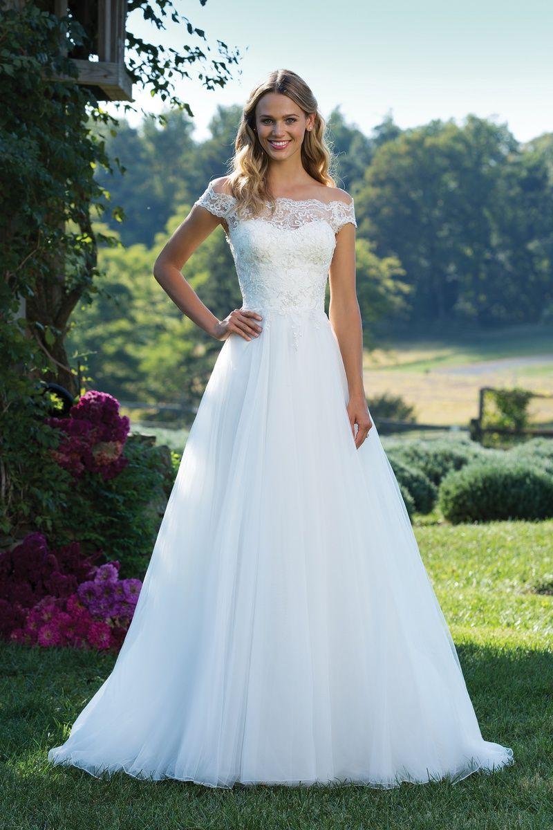 Stil 17: Schulterfreies Duchesse-Kleid mit Spitze und Tüll