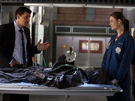 Bones Season 1 Episode 6 The Man In The Wall Emily Deschanel As Dr Temperance Brennan And David Boreanaz As Special A Bones Tv Series Bones Great Tv Shows