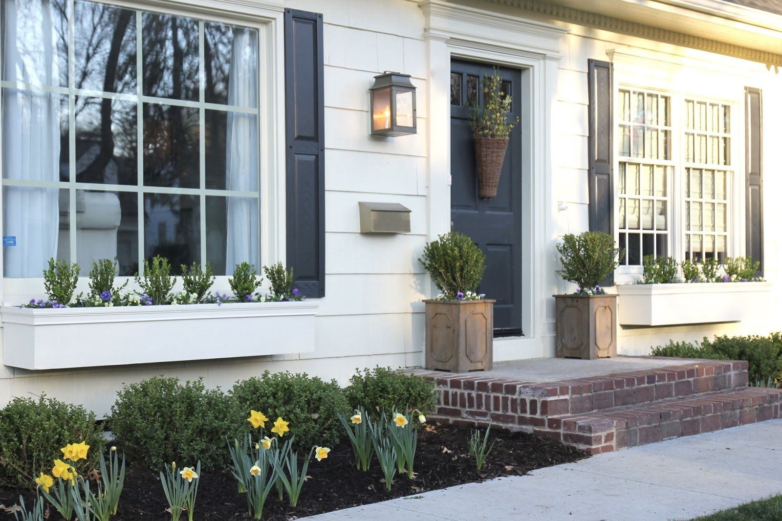 Window Boxes Diy Easy Flower Boxes Window Boxes Are Transformative For A House Instantly Giving Cha Window Boxes Diy Window Planter Boxes Window Box Flowers