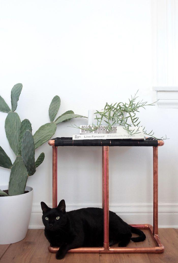 Nicht nur ein tolles Zuhause für eure Katze dieser DIY Beistelltisch aus Rohren und Leder. ;)