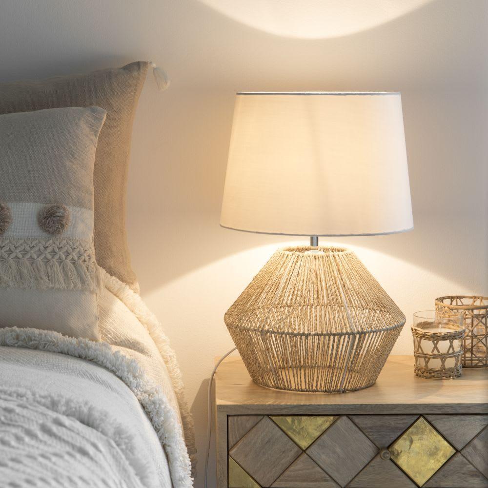 Lampe En Fibre Végétale Et Abat Jour Blanc Topawa Decoracion De Muebles Objetos De Decoracion Muebles De Comedor