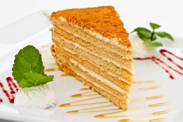 Торт «Медовик»: рецепт Мягкий нежный медовый торт. Слоеный ...