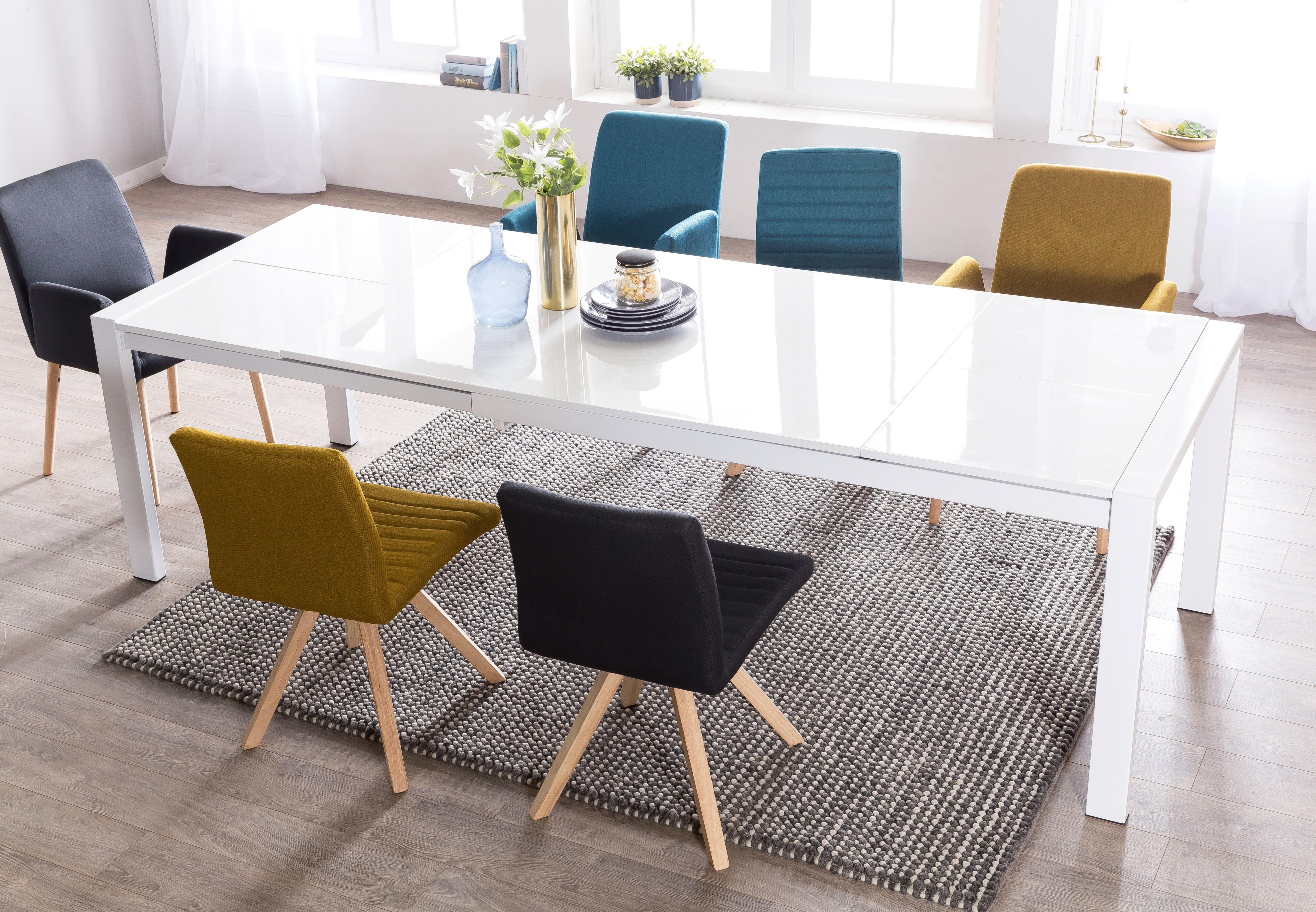 Der Schlicht Gehaltene Tisch In Glanzendem Weiss Und Die Kuhle