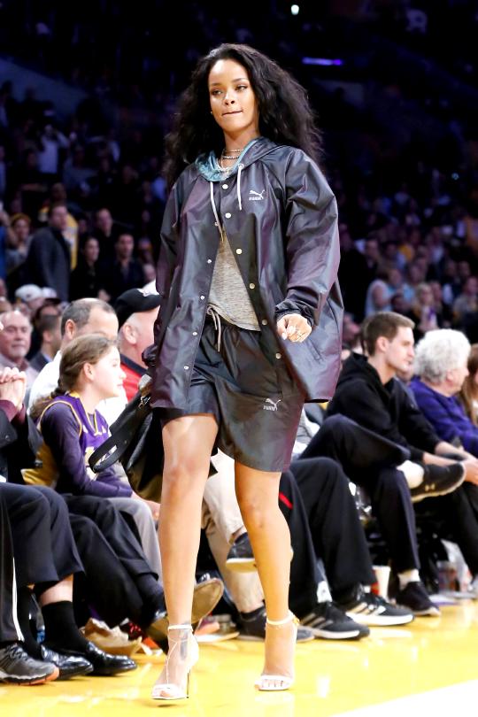2c0b725ee Rihanna at a basketball game in LA.