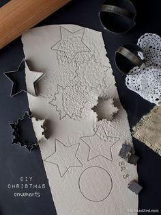 星型などの可愛いクッキー型を使えばあっという間に綺麗なシェイピングができます。レース布を押し当てて出来る凹凸が美しいデザインです。