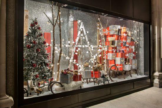 una razn para visitar londres en navidad son los fantsticos escaparates de sus grandes almacenes el de la imagen es una propuesta de selfridges
