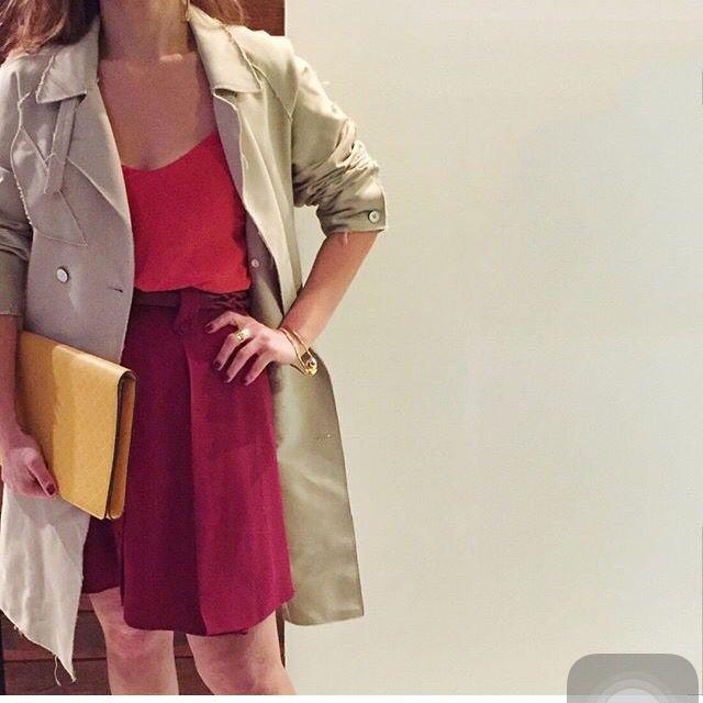 Trench coat blusa vermelha saia vermelha