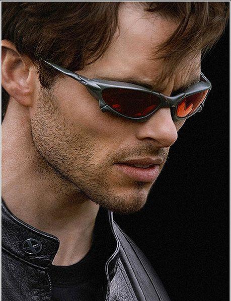 4e198c292 Scott Summers... He totally made Cyclops like sexy. Óculos De Sol Da