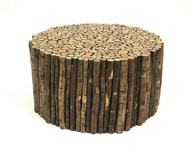 Table basse  contemporaine  en bois  de récupération dhomme à