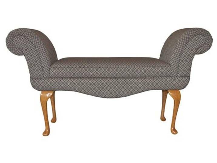 Diese Sitzbank Mit Ihren Geschwungenen Beinen Aus Holz Und Ihrem