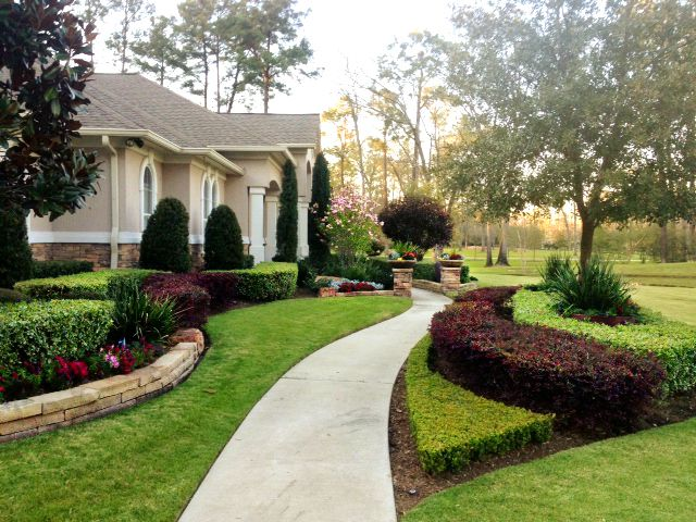 Front Yard Landscape With Images Large Backyard Landscaping