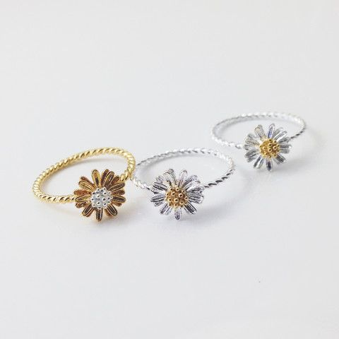 Daisy rings. Love the gold one