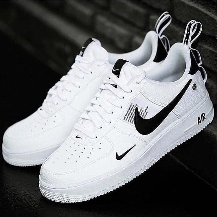 Coherente Para un día de viaje Tentáculo  Air Force 1 '07 LV8 Utility - White/Black | White nike shoes, Black nike  shoes, White nike shoes womens