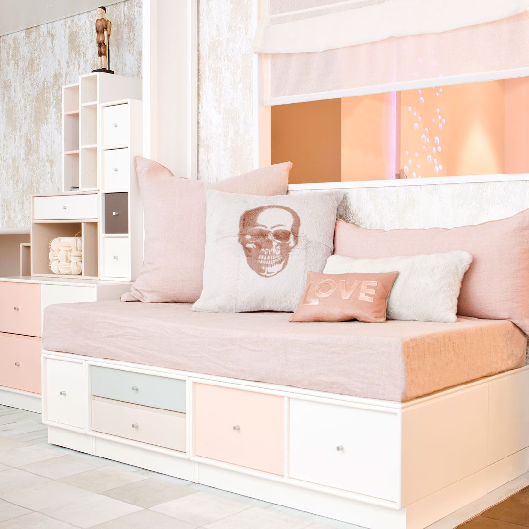 isa mo kids room with montana furniture chambre d 39 enfant avec du mobilier montana f u r n. Black Bedroom Furniture Sets. Home Design Ideas