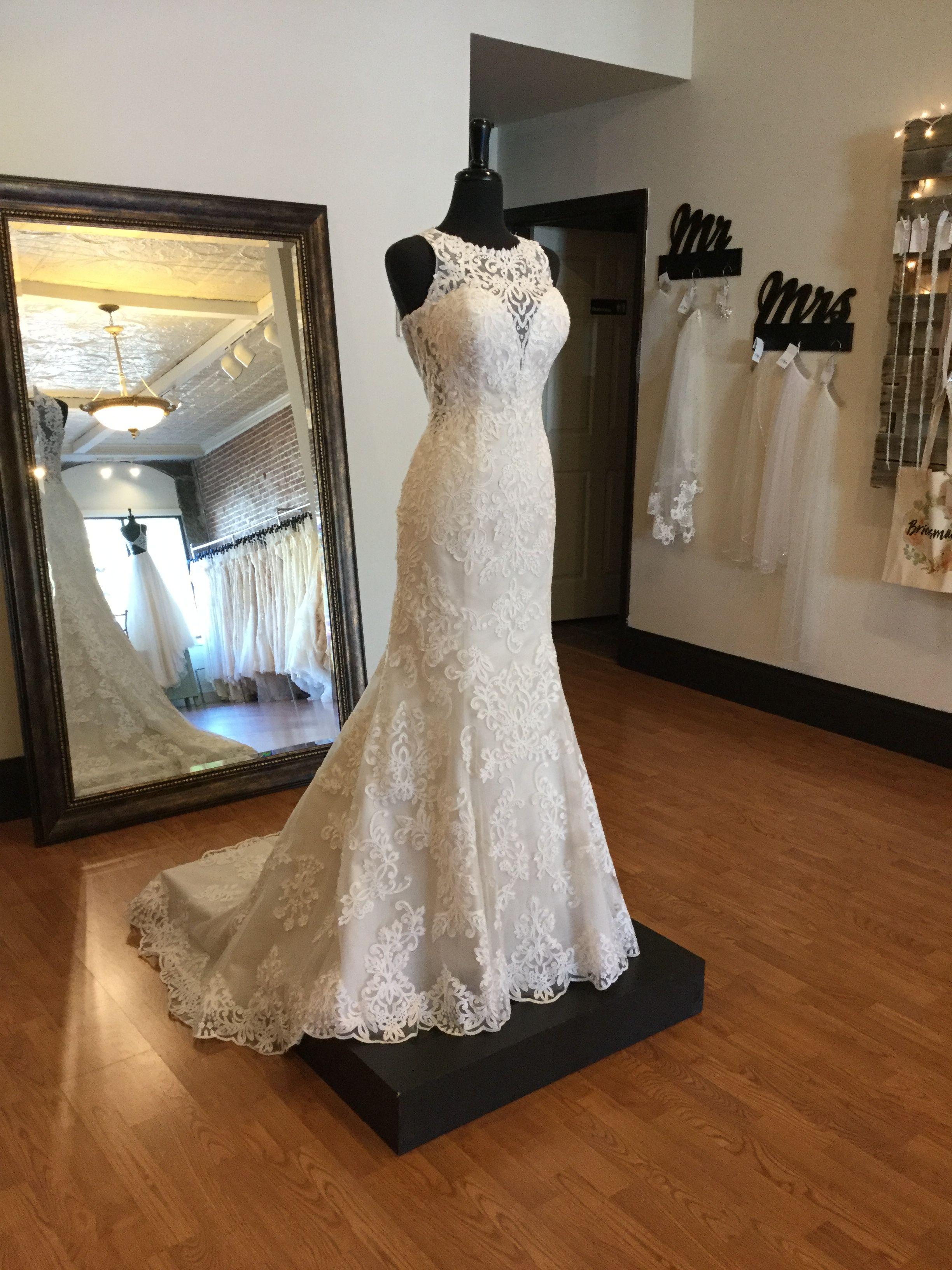Feminine sheer lace wedding dress ontrend high neckline