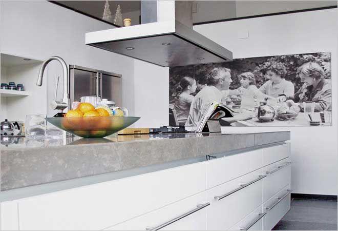 Witte Keuken Sfeer : Sfeer in de keuken levengrote zwart wit familiefoto aan de wand