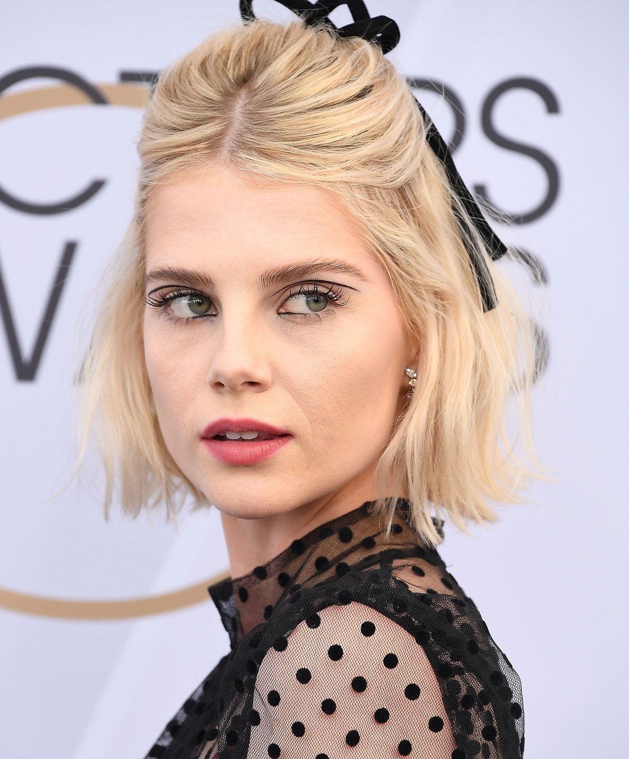 The Unexpected Makeup Trend That Women In Their 20s Are Loving According To Pinterest In 2020 Short Hair Styles Easy Short Hair Styles Beauty