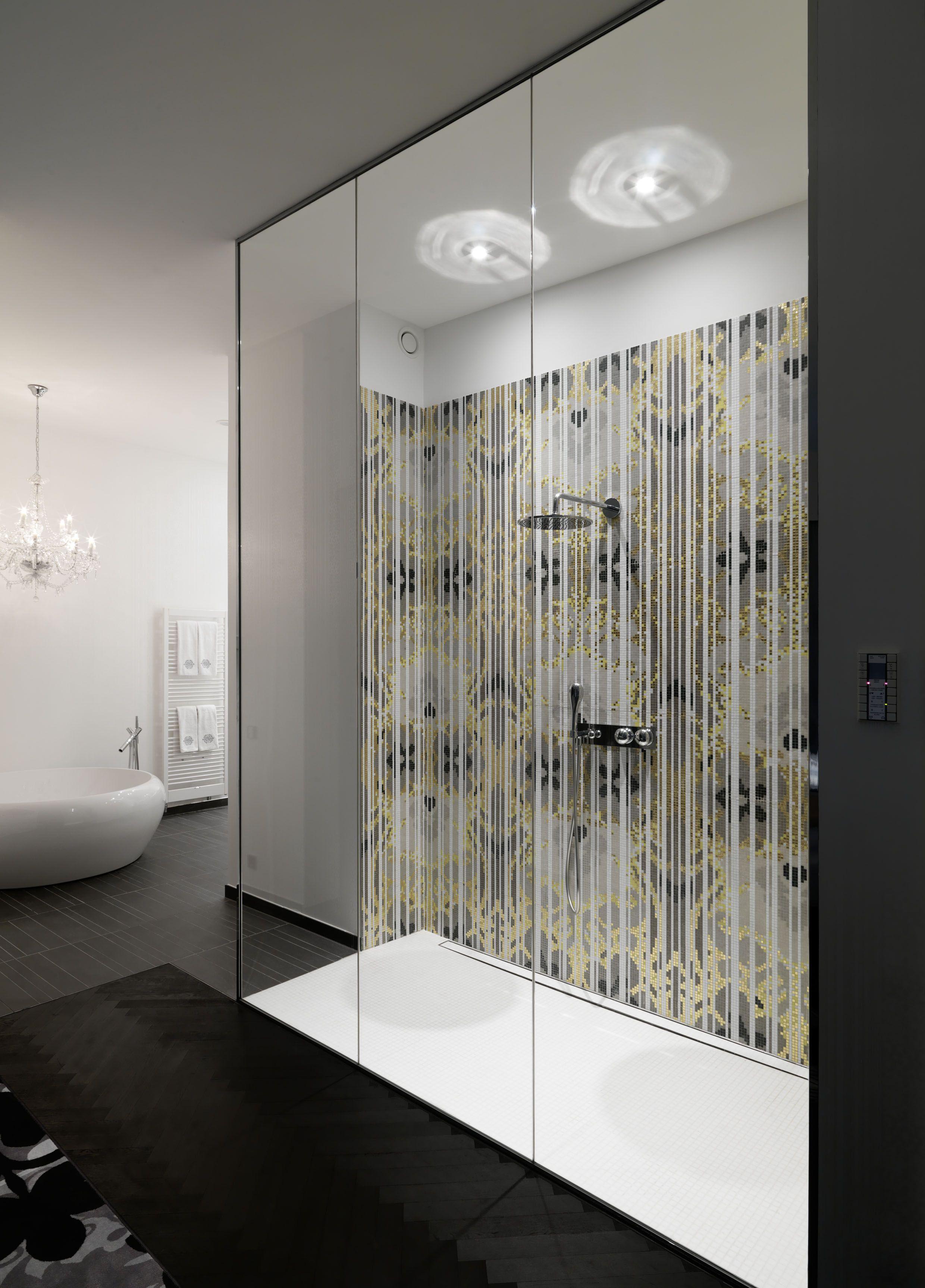 geraumiges badezimmer suite groß bild der fdbfbaffacdd