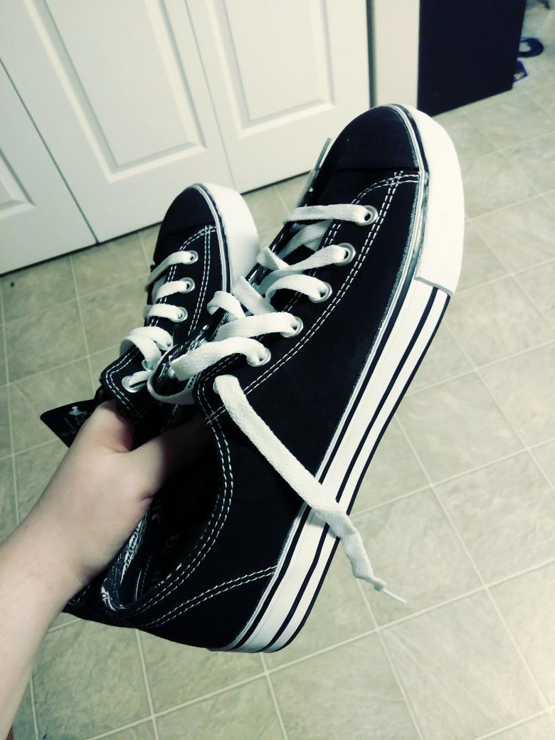 9f07c5c57b1b46 My new Converse shoes!💜💜