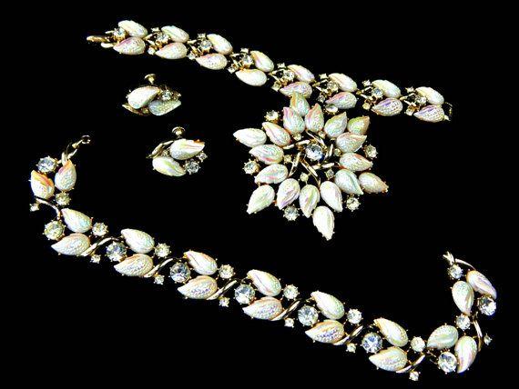 Coro Fleurette Rhinestone Necklace Bracelet by EclecticVintager #coro #vintagejewelry #rhinestoneset #parure #fleurette #floraljewelry #bridalset #etsygift #vogueteam