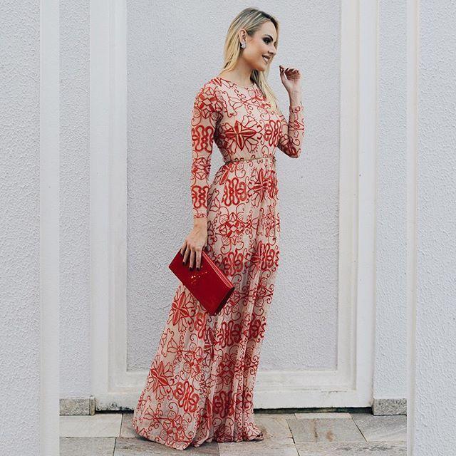 Vestido vermelho para casamento durante o dia