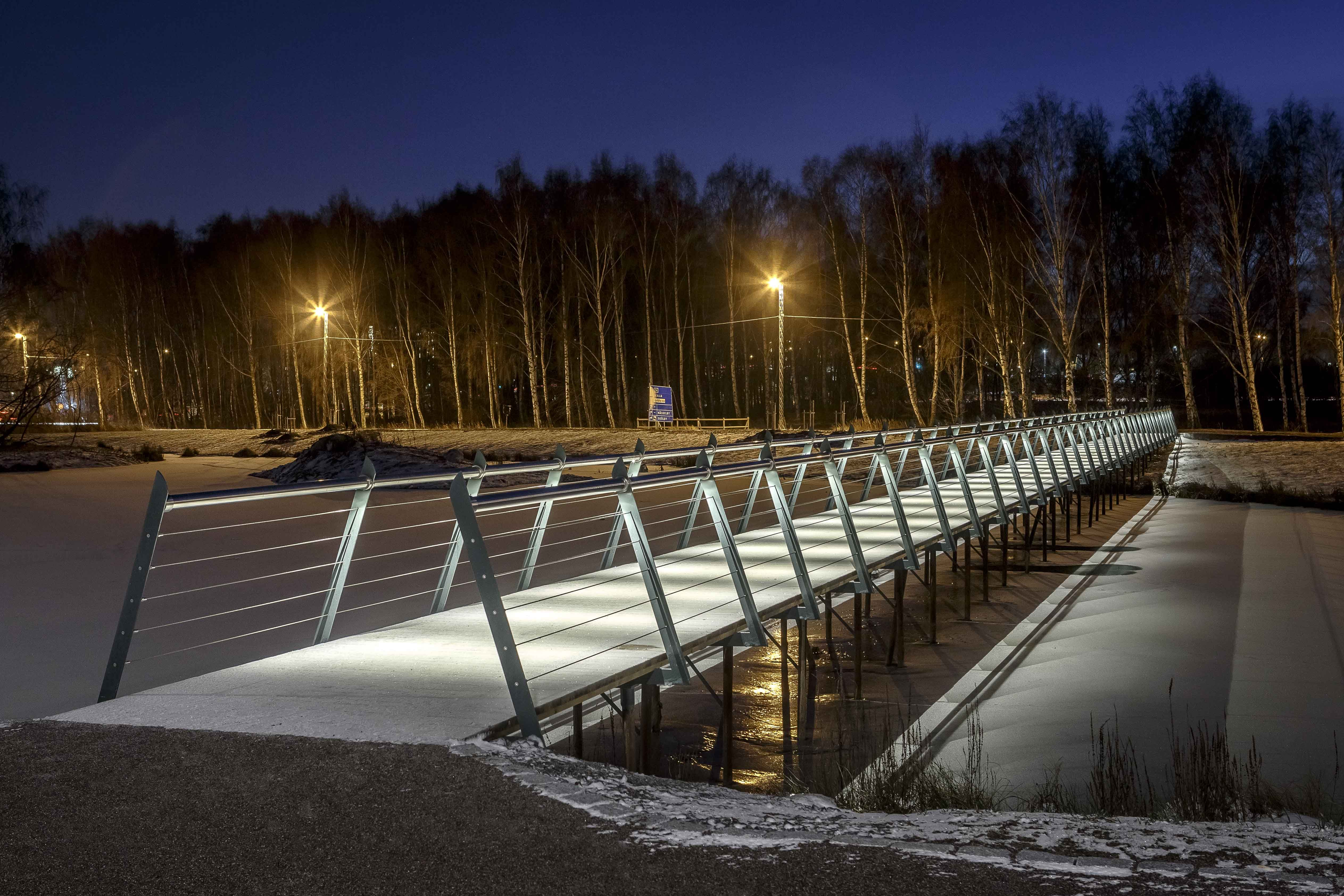 /Kyrkparken- Lighting design by Black Ljusdesign/ Lighting Design - Architecture - Lighting - Public spaces - Outdoor - Park - Bridge - Handrail light - Bridge Lighting