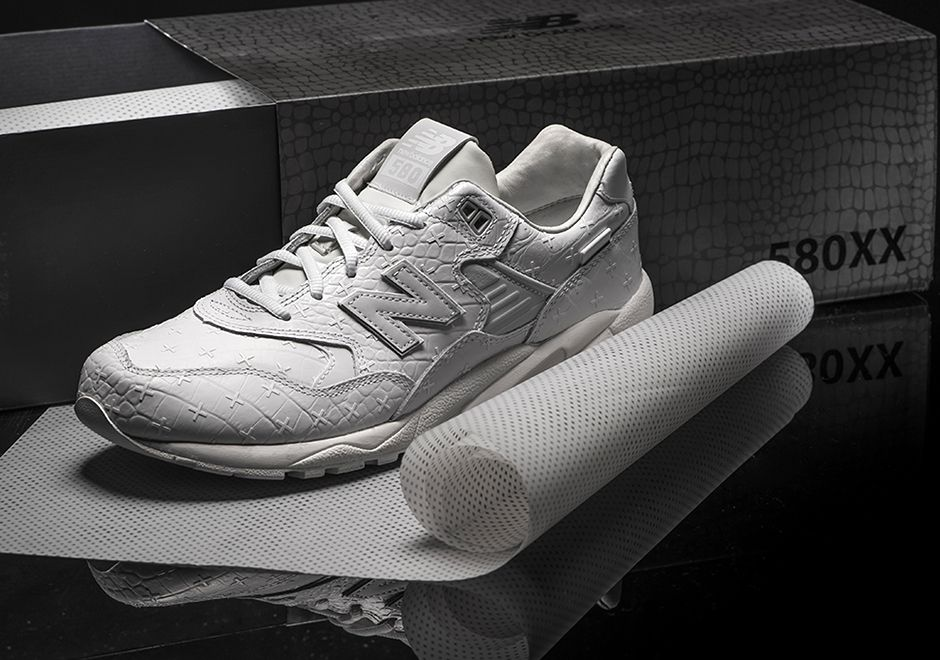 libro de texto intelectual T  New Balance MRT580XX All-White Special Edition - SneakerNews.com | New  balance, White leather, Sneaker magazine