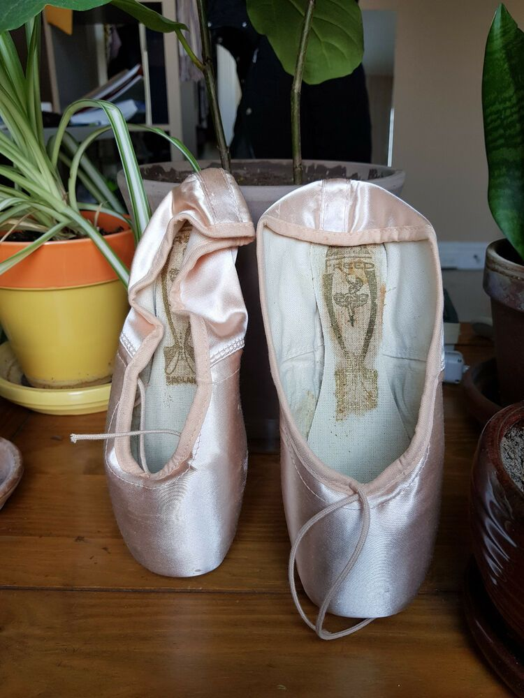 Brand New Freed of London DV Classic Pointe Shoes Size