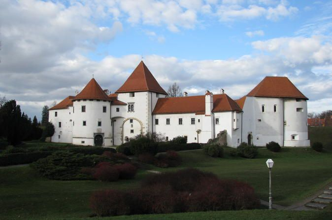 Varazdin And Trakoscan Castle Small Group Tour From Zagreb It Is Still Widely Unknown That Hrvatsko Zagorje Is The Area With Small Group Tours Varazdin Croatia