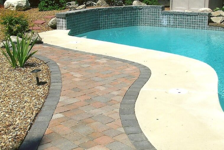 Concrete Contractors In La Quinta Ca In 2020 Concrete Patio Brick Patios Backyard Pool