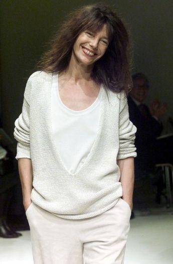 b58cb0fed479 Jane Birkin walks Martin Margiela s Hermès Spring  Summer 2000 runway show  in Paris