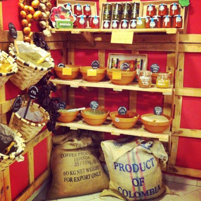"#especias e produtos a granel de ""La despensa de Clara"" #vegan #veganfood #veganfoodporn #veganfoodshare #plantbased #plantstrong #instafood #instafoodie #herbs #spices #bulk #pantry #Padgram"