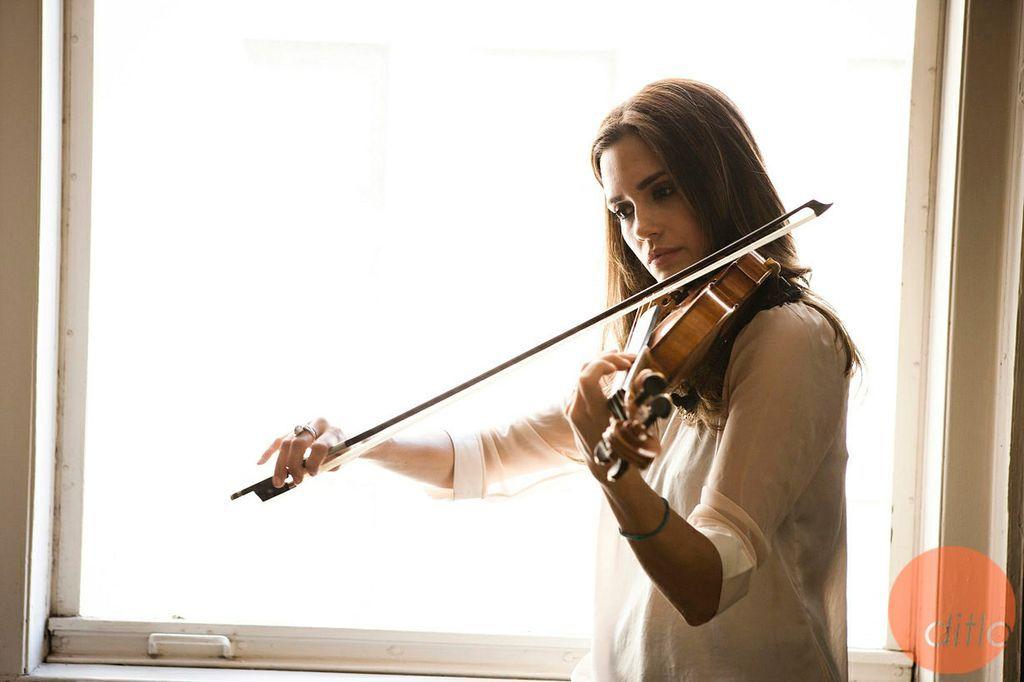 Risultati immagini per torrey de vitto plays violin