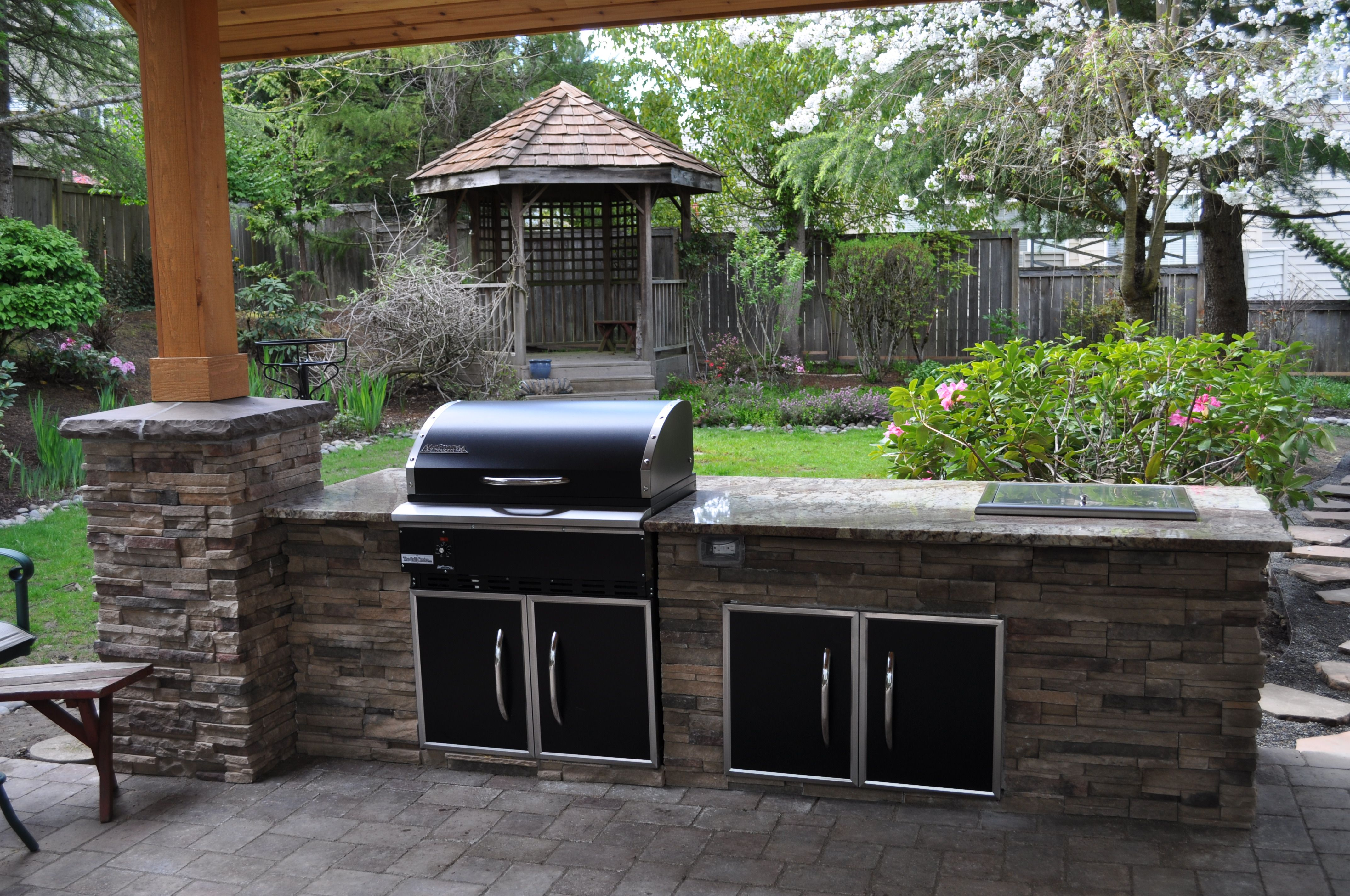 Tips How To Keep Grilling All Year with the Right Outdoor Kitchen
