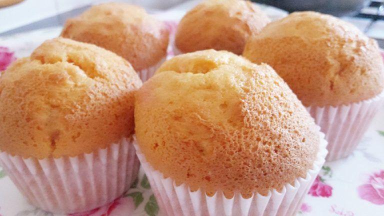 كب كيك البرتقال اليومي سهل وسريع ولذيذ جدا Easy Orange Cupcakes Desserts Food Breakfast